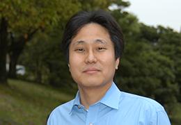 横川 彰朋